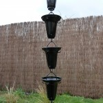 eclatante chaîne de pluie