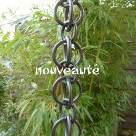 Nara teintée noire est une gouttière décorative en aluminium originaire du Japon.