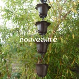 Kusiro est une gouttière décorative en acier thermolaqué originaire du Japon.